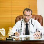 الدكتور ضياء الحاج حسين: استشاري خبير أمراض الروماتيزم في لندن