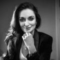 Aoife Turner : حائزة على زمالتين  في مجال جراحة التجميل في شارع هارلي.